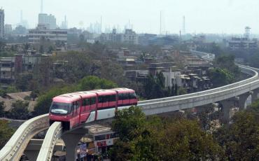 mumbai mono rail above the ground